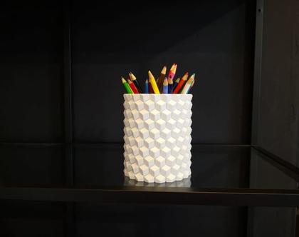 אגרטל מעוצב עם דוגמת קוביות בהדפסת תלת מימד
