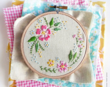 """מעגל פרחים - ערכת רקמה 16 ס""""מ"""