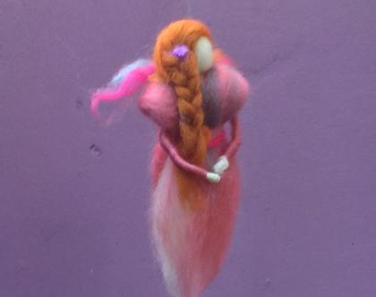 פיית פרפר עם שיער ג'ינג'י - פיה בליבוד מחט - פיה עבודת יד - מתנת יומהולדת לילדה - מובייל לחדרי תינוקות - פייה בוורוד