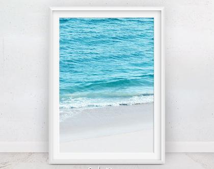 תמונה גל בחוף | פוסטרים של ים | מתנה לדירה | פוסטר כחול | תמונה על הקיר | פוסטר טרופי | קליפורניה | תמונות למסגור | הדפס מודרני | עיצוב הבית