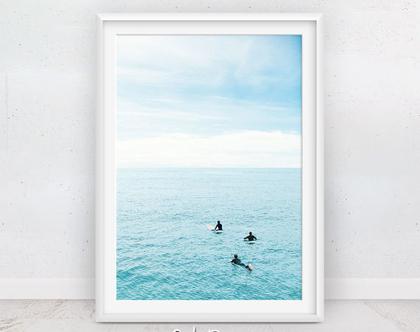 תמונה גולשי גלים | תמונות חוף הים | פוסטר מעוצב | תמונות יפות | תמונה לסלון | מתנה לחדר | גולש בים | תמונות למסגור | הדפס איכותי | סט תמונות