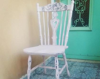כסא עץ ורוד