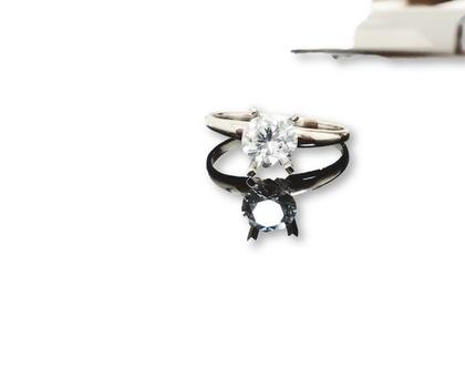 טבעת אירוסים סוליטר זהב לבן 14k עם יהלום מעבדה 0.67 קרט