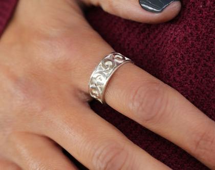 טבעת גלים מכסף, טבעת כסף לגבר, טבעת כסף מתנה לאישה, טבעת יוניסקס, טבעת מתנה.