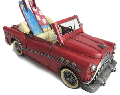 """מכונית אמריקאית אדומה 28 ס""""מ"""