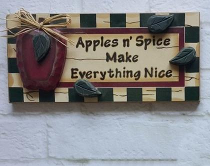 שלט עץ קנטרי עם תפוחים - תפוחים על שלט עץ בסגנון קאנטרי - קישוט קיר מעץ