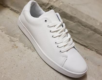 נעלי סניקרס לגבר בצבע לבן עם שרוכים ROBERTO BOSSE