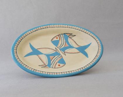 צלחת קרמיקה אובלית להגשה מעוטרת בדגים תכלת וכתום