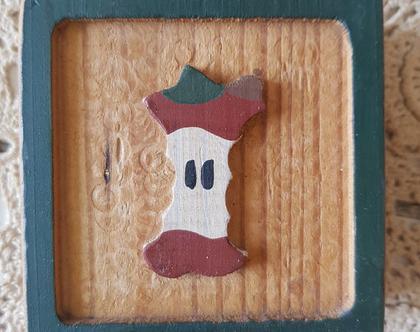 תפוח נגוס על ריבוע עץ קנטרי - כקוביית עץ עם בדל תפוח - קישוט עץ בסגנון קאנטרי - מתנה לראש השנה