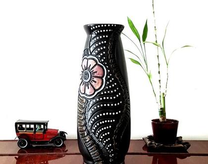 """אגרטל גדול. עבודת יד. צבע שחור מט מעוצב פרח בורדו. מק""""ט 1205"""