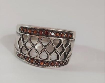 טבעת וינט'ג כסף סטרלינג 925 משובצת באבני גרנט מידה 10 ==.
