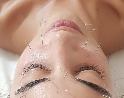 דיקור פנים ועיסוי אנטי אייגי'ינג ניתן לקבל את אותו אפקט של הטיפול גם בלי מחטים