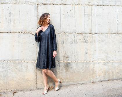 שמלה שחורה | שמלת ברך | שמלה יפה ליום יום | שמלה לאירוע | שמלת דמוי עור מקומט | שמלה מתרחבת | שמלת בוהושיק | שמלה עם שרוולים ארוכים ומתרחבים