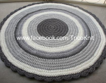 שטיח עגול סרוג בגוונים אפורים ושמנת בקוטר 1.50 מטר