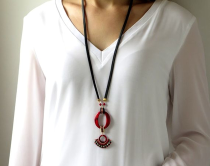 שרשרת תליון ארוכה בגווני אדום שחור, שרשרת ארוכה מעוצבת וייחודית, שרשרת אפנתית עבודת יד