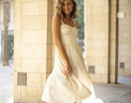 שמלת כלה קצרה מסאטן עם כתפיות
