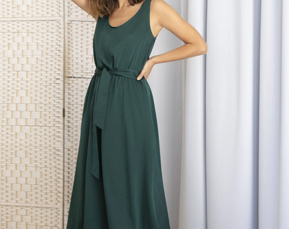 שמלת סאטן בצבע ירוק בקבוק, שמלת גופיה, שמלת ערב קלילה, שמלת מידי ירוקה