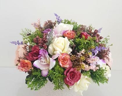 סידור פרחים מלאכותיים צבעוני
