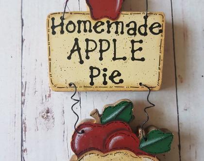 שלט עץ קנטרי homemade apple pie - שלט עץ מתוק עם תפוחים - קישוט קיר מעץ בסגנון הקאנטרי