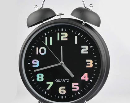 שעון מעורר ענק בעיצוב רטרו וצלצול חזק במיוחד