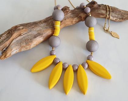 שרשרת ארוכה בשילוב חרוזי אקריל בגווני צהוב ואפור