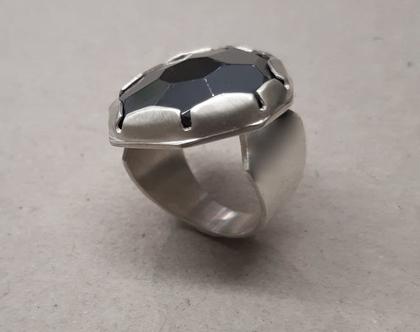 טבעת כסף עם אבן המטייט