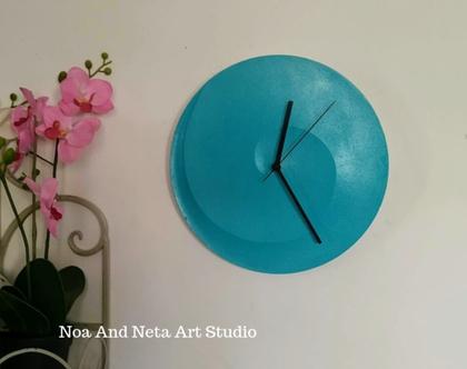 שעון בטון ספירלה בצבע טורקיז