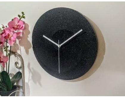 שעון בטון ספירלה דמוי שיש שחור