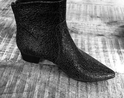 מגפיי עור שחורים, מגפיים שחורים מעור, מגפיים מיוחדים, מגפיים מעוצבים