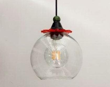 """מנורת זכוכית שקופה כדור בקוטר 20 ס""""מ עם עיטורים צבעוניים מעל, לפינת אוכל או דלפק נהדר בשלישייה"""