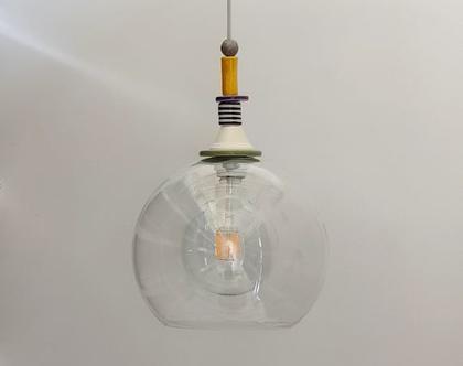 מנורת זכוכית גדולה - עיטורים צבעוניים - לפינת אוכל במטבח מודרני - תאורה מעל אי - דלפק במטבח צבעוני - מתקבלות הזמנות - מנורות צבעוניות