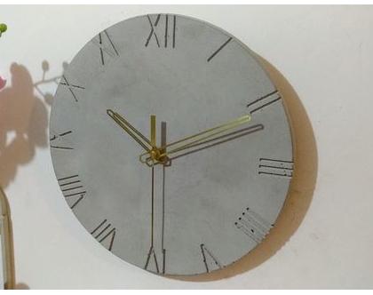 שעון בטון ספרות רומיות