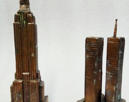 זוג פסלים נדירים וינטג' אמיתי ישנים מאוד עשויים ברונזה של התאומים והאמפאייר סטייט יפים מאוד