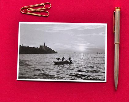 גלויה צילום שחור לבן: דייגים ביפו, 1969