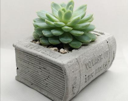 עציץ בטון בצורת ספר
