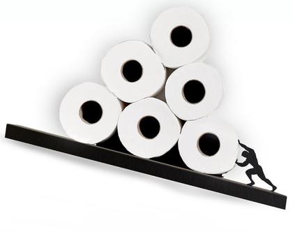 מדף אלכסוני לגלילי נייר טואלט סיזיפוס שחור   אחסון נייר טואלט   עיצוב חדר אמבטיה   מתקן איכותי לנייר טואלט   Sisyphus   ארטאורי דיזיין