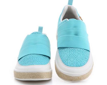 נעלי בד תכלת אופנתיים אומנותיים לנשים שאוהבות אופנה אומנות וסניקרס גם במידות גדולות