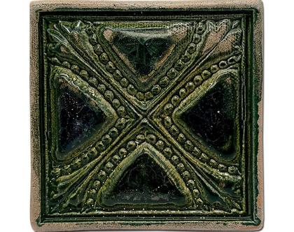 אריח בעבודת יד במוטיב מרוקאי ירוק זית כהה