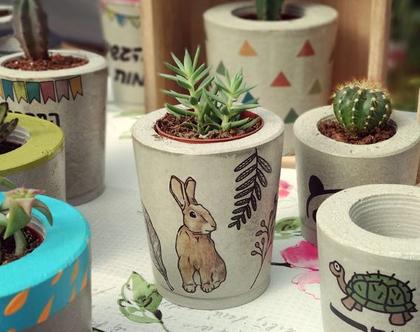 עציץ בטון מודפס בעבודת יד - ארנב עם עלים