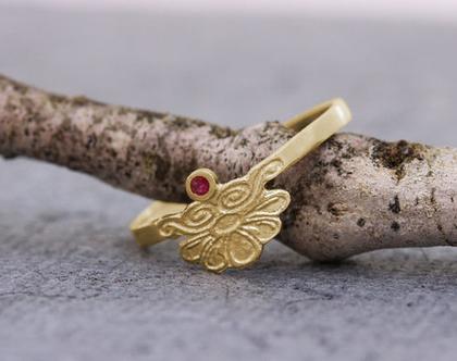 טבעת אירוסין זהב, טבעת זהב רובי, טבעת זהב עדינה, טבעת אירוסין מעוצבת, טבעת אירוסין רובי, טבעת זהב רומנטית, טבעת זהב אמיתי, אבן חודש יולי