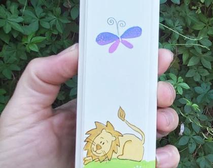 מזוזה בעיצוב אריה ופרפר לחדר ילדים