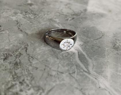 טבעת חותם  טבעת חותם כסף 925  טבעת חותם כוכב  טבעת חותם משובצת  טבעת חותם זירקונים  טבעת חותם מתכווננת  טבעת לקמיצה  טבעת לזרת