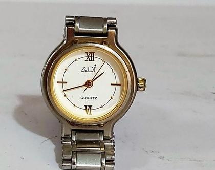 שעון יד לאשה מצב עבודה ח'ב Adi רצועת מתכת שעון יפיפיה ליד עדינה
