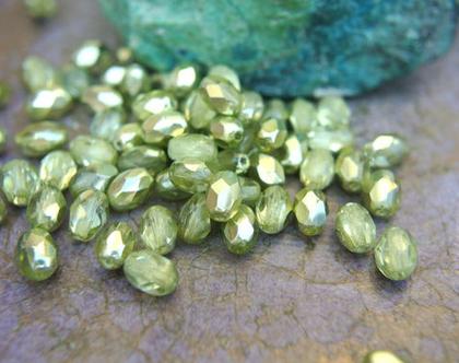 """חרוזי זכוכית קריסטל צבעוניים, קריסטל צ'כי גודל 7מ""""מ על 5מ""""מ בצבע ירוק- 30 חרוזים"""