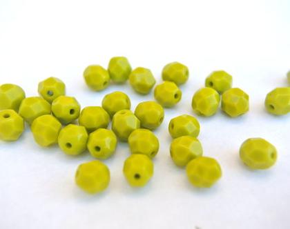 """חרוזי זכוכית קריסטל צבעוניים, קריסטל צ'כי גודל 6מ""""מ על 5מ""""מ בצבע ירוק מיוחד- 35 חרוזים"""