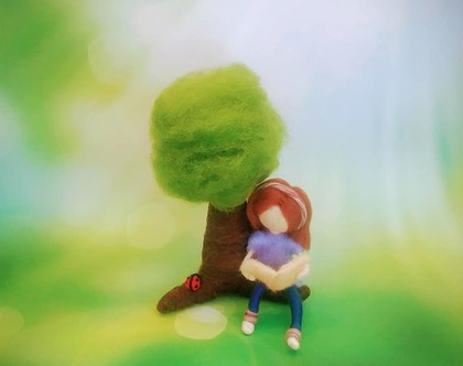נערה קוראת תחת עץ, מתנה מקורית לבת מצווה, אמנות בעבודת יד