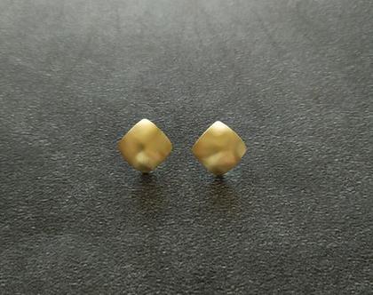 עגיל צמוד מעוין זהב מט