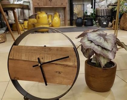 שעון שולחני עגול עשוי ברזל ועץ ממוחזר
