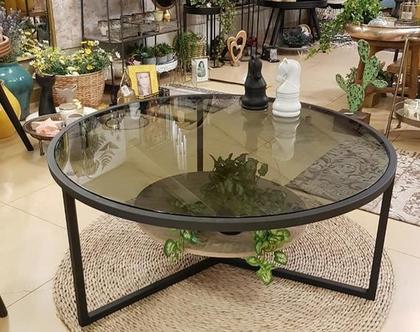 שולחן זכוכית מושחרת שקופה לסלון עם מדף עץ
