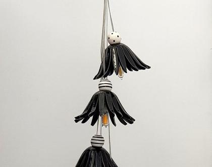 גוף תאורה צר - 5 פרחים שחורים מקרמיקה ומעל חרוזים צבעוניים
